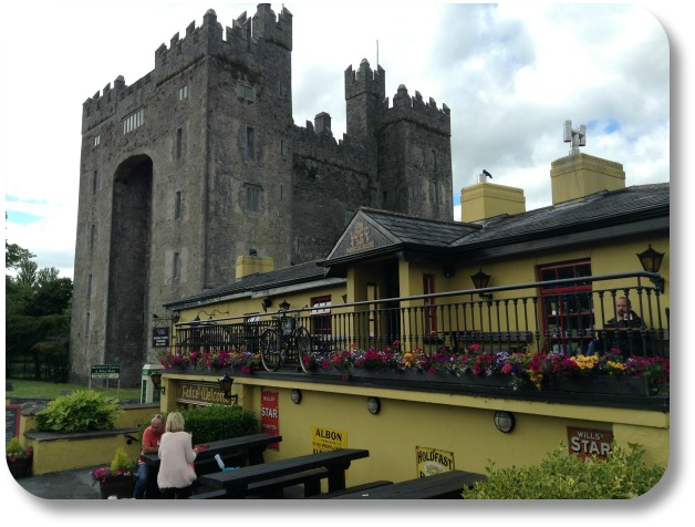 Irish Expressions - Lovely Bunratty Castle and Durty Nelly's Cafe!